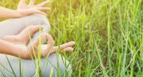 J'arrête de tout contrôler, image d'une femme zen