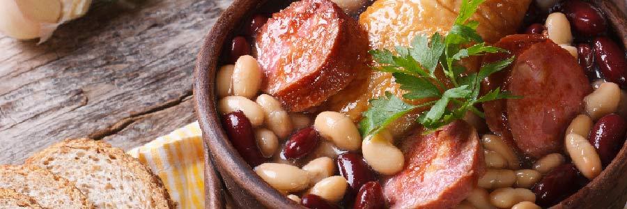 Photo d'un plat Cassoulet de Toulouse, prêt à déguster !