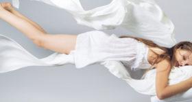 Hypnose, l'apport d'une belle philosophie de vie - Photo d'une jeune femme endormie