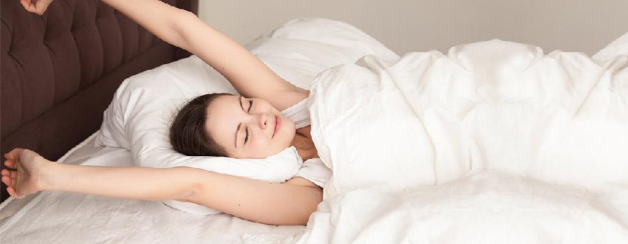 Miracle Morning - Photo d'une femme se réveillant de bonne humeur