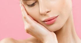 Prendre soin de sa peau à 50 ans - Image d'une femme naturelle à la peau parfaite