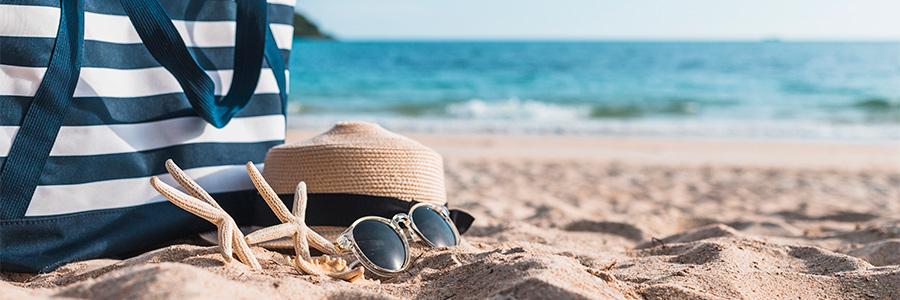 3 produits indispensables à mettre dans ma trousse d'été ! - Photo de la plage et des vacances