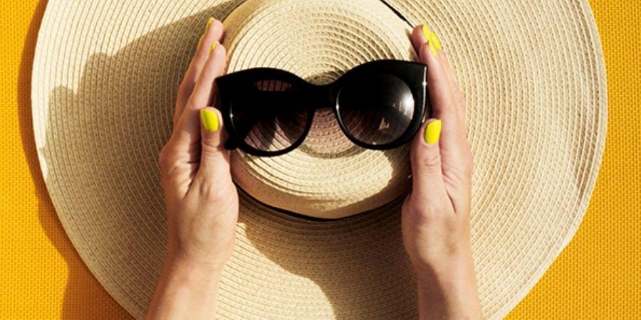 Top 3 des nos idées pour un weekend estival ! - Photo d'un chapeau de soleil avec lunettes