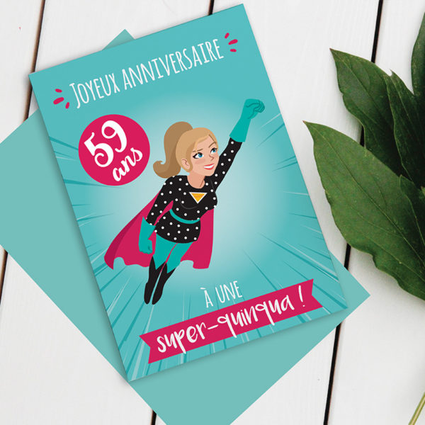 Carte anniversaire Femme - Modèle Quinqua Super-Héros avec sticker à coller selon l'âge du destinataire. Photo d'exemple avec le sticker 59 ans.