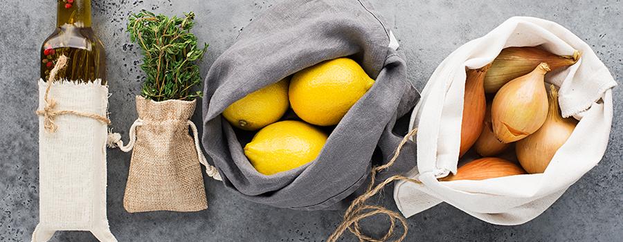 10 conseils pour faire ses courses zéro déchet - Image des courses dans des sacs à vrac