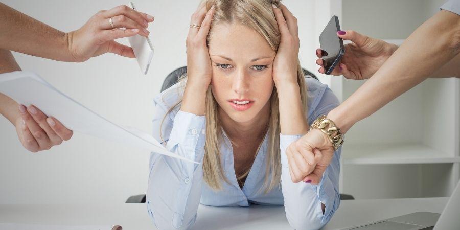 burn out femme deprimée au travail