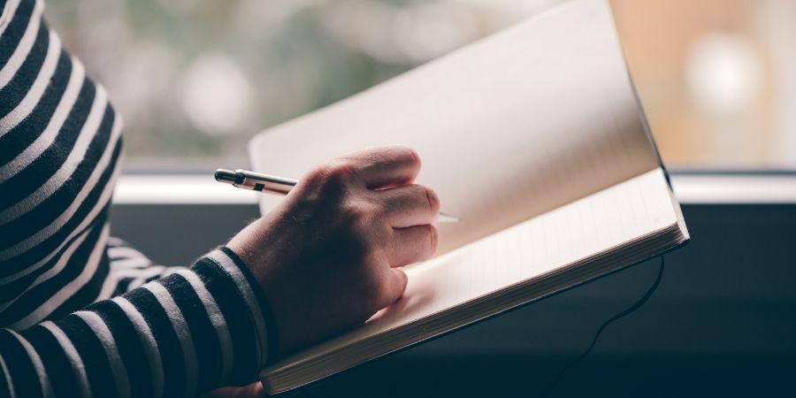 ecrire dans son journal intime